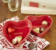 Celebrate love with Pottery Barn's valentine's day dinnerware. Set the table with red and pink dinnerware, champagne glasses, table runners and more. Saint Valentine, Be My Valentine, Valentine Day Gifts, Valentine Ideas, Valentines Day Wishes, Valentines Day Hearts, Blue Matter, Pottery Barn Style, Plates And Bowls