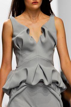 Hussein Chalayan at Paris Fashion Week Spring 2014 - Details Runway Photos Hussein Chalayan, Grey Fashion, Fashion Art, Fashion Show, Fashion Design, Paris Fashion, Fashion Images, Emo Fashion, Gothic Fashion