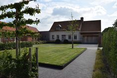 Clay Paver Award Silver medium and large projects: Creatief in groen - Jonas D'hoore tuinarchitectuur Clay Pavers, Awards 2017, Brick, Sidewalk, Exterior, Mansions, Medium, House Styles, Silver