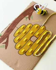 Bee theme activities Bee theme activities The post Bee theme activities appeared first on Toddlers Ideas. Motor Skills Activities, Preschool Learning Activities, Infant Activities, Preschool Activities, Kids Learning, Diy Montessori, Montessori Toddler, Montessori Education, Toddler Play