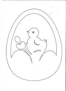 Эта неделя была посвящена пасхальным кроликами и яицам. В этой вытынанке есть и кролик, и яицо. Можно вырезать маленькие яица, приклеить их на цветную бумагу и повесить на веточки или сделать моб…