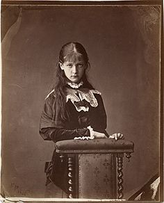 "Portrait of Alexandra ""Xie"" Kitchin Photographer: Lewis Carroll (Rev. Vintage Photos Women, Antique Photos, Vintage Photographs, Old Photos, Epic Photos, Lewis Carroll, Alice Liddell, Adventures In Wonderland, Alice In Wonderland"