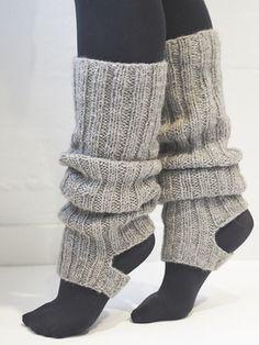Neulotut säärystimet Novita Suomivilla   Novita knits Crochet Leg Warmers, Crochet Slippers, Knit Crochet, Easy Knitting, Knitting Socks, Knitting Patterns, Poncho Style, Knitted Boot Cuffs, Lace Socks