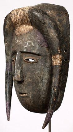 Máscara Djimini de 31 cm de altura. Originaria de Costa de Marfil.