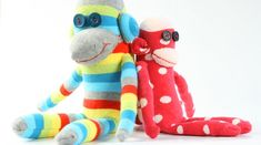 DIY sock monkey.  I think I will make this for Lucy, may place a rattle or bell in it :)