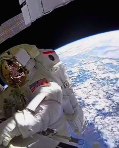 Star Wars Discover Astronaut in outer space Tap link for full Space Planets, Space And Astronomy, Nasa Planets, Cosmos, Nasa Space Pictures, Les Aliens, Digital Foto, Nasa Space Program, Astronauts In Space