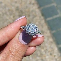 Vintage Wedding Jewelry, Dream Engagement Rings, Ring Verlobung, Diamond Are A Girls Best Friend, Nice Jewelry, Jewlery, Halo Diamond, Wedding Rings, Lalaloopsy