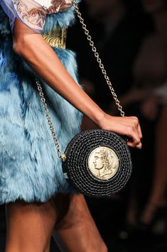 Dolce & Gabbana Spring 2014 Ready-to-Wear Accessories Photos - Vogue Filet Crochet, Fashion Weeks, Fashion Bags, Fashion Accessories, Dolce Gabbana, Knitted Bags, Luxury Bags, Mode Inspiration, Clutch Purse