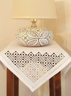 Hardanger Embroidery, Beaded Embroidery, Embroidery Stitches, Hand Embroidery, Romanian Lace, Drawn Thread, Crochet Doilies, Couture, Needlework