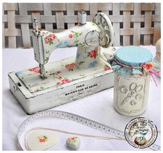 Notice the jar--need to make one like that. Sewing Machine Tables, Antique Sewing Machines, Style Vintage, Vintage Diy, Vintage Sewing Notions, Vintage Luggage, Sewing Studio, Sewing Rooms, Love Sewing