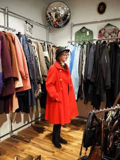 Second Hand Shopping Tips and Tricks Shopping Tips, Two Hands, Vintage Shops, Thrifting, Posts, Collection, Messages, Budget, Vintage Stores