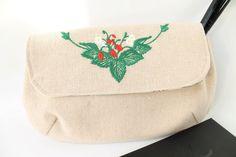 Kosmetik & Kulturtasche, Clutsch, Stoff Tasche, Make up Tasche, Motivstickerei Erdbeeren von Schrejderiha auf Etsy