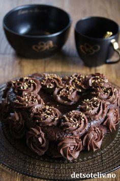 Sjokoladetrøffelkake | Det søte liv Panna Cotta, Sweets, Cookies, Chocolate, Desserts, Food, Crack Crackers, Tailgate Desserts, Dulce De Leche