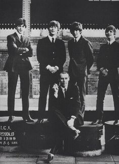 Paul McCartney, John Lennon, George Harrison, and Richard Starkey with producer George Martin Liverpool, Ringo Starr, George Harrison, Recital, Paul Mccartney, John Lennon, Great Bands, Cool Bands, 5th Beatle