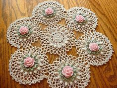 "New Handmade Pink Rose Crochet Doily ""New Handmade Pink Pin Rose Crochet Doily"", ""This doily features 6 Pink Roses surrounded by Frosty Green Leaves, Th Crochet Puff Flower, Crochet Dollies, Cotton Crochet, Thread Crochet, Crochet Flowers, Floral Flowers, Crochet Table Runner Pattern, Crochet Flower Patterns, Crochet Motif"
