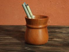 pot à crayons en bois Pot A Crayon, Artisanal, Crayons, Incense, Planter Pots, Tableware, Decorative Items, Oil, Colouring Pencils