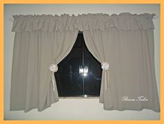 Pinterest cortina de cozinha, com prendedores, de fuxicão e renda com pérolas, e fita de cetim, atras é colado  uma piranha de cabelo, com cola quente, que se torna fácil de segurar a cortina-- feito por --BRUNA TALON--