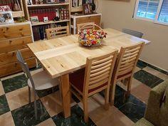 Ideal para utilizarla como mesa de comedor y/o cocina. Nuestra mesa de palet Bahia Blanca es la solución perfecta para los que busquen una mesa de un tamaño mediano/pequeño y que tenga un aspecto cálido y rústico. Dining Table, Furniture, Home Decor, Rustic Style, Rustic Furniture, Home Kitchens, Custom Furniture, Salvaged Wood, Decoration Home