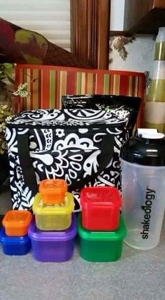 Thirty-One and Beach Body work together to store Shakeology and 21 Day Fix meals in the Around the Clock Thermal. #31gifts #beachbody #21dayfix