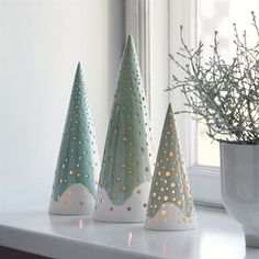 The forest candle holder from Kähler is rooted in Nordic Christmas traditions and gives modern and exclusive Christmas decorations to the design lover. Christmas Clay, Christmas Projects, Christmas Ornaments, Christmas Candles, Xmas, Christmas Holiday, Ceramic Christmas Decorations, Ceramic Christmas Trees, Tea Light Candles