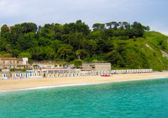 Spiaggia nei pressi del Porto Turistico di Numana