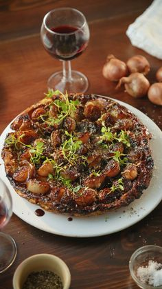 Our Onion Tarte Tatin combines all your favourite flavours into one fancy dish to impress dinner recipes for two healthy Onion Tarte Tatin Healthy Dinner Recipes, Appetizer Recipes, Vegetarian Recipes, Cooking Recipes, Cooking Ideas, Meat Appetizers, Pizza Recipes, Vegan Eggplant Recipes, Easy Dinner Party Recipes