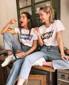 besties | friendship goals | casual outfit inspiration | streetwear love | vintage jeans | look like twins | Fitz & Huxley | www.fitzandhuxley.com