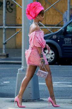We, along with thousands of others were fooled when we saw these absolutely stunning photos of Rihanna rocking a Nigerian gele. Folks were thrilled at the idea of Rihanna rocking fashions from the … Rihanna Outfits, Rihanna Photos, Fashion Outfits, Rihanna Mode, Rihanna Style, Rihanna Fenty, Rihanna Fashion, Rihanna Legs, Dope Fashion