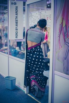 In love with Péros polka dots saree image