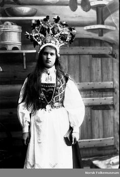 Traditional outfits of all countries look funny. Just look at Morris dancers for instance. Norwegian brides looked awesome, but still pretty jokes. Scandinavian Wedding, Norwegian Wedding, Bridal Bouquet Fall, Bridal Party Shirts, Sophisticated Bride, Allure Bridal, Bridal Crown, Gowns With Sleeves, Folk Costume