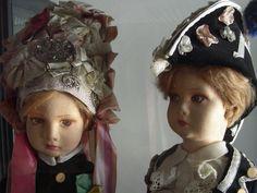 In esposizione al Museo Civico di Cuneo Abbà e Izuart, bambole in panno Lenci, Sezione etnografica, XX sec. d.C., foto A. Viale, copyright Museo Civico Cuneo  http://www.comune.cuneo.gov.it/cultura/museo.html