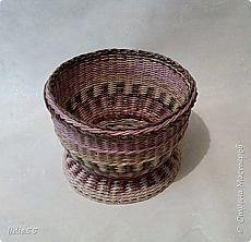 кашпо !!!или ваза...и как я ЭТО делала...   Страна Мастеров Magazine Art, Laundry Basket, Wicker Baskets, Magazines, Boxes, Flower Arrangements, Hampers, Pots, Make Envelopes