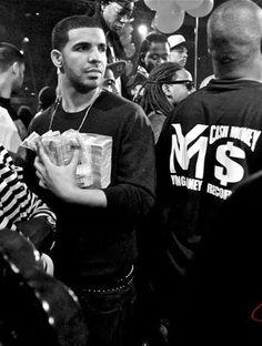 Drake, look at those fat stackkkkkkks. (: