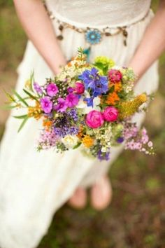 Summer wildflower bouquet for wedding 86 - Creative Maxx Ideas haare hochzeit wreath wedding flowers flowers summer flowers white wedding Vintage Wedding Colors, Floral Wedding, Colourful Wedding Flowers, Wild Flower Wedding, Plum Wedding, Maroon Wedding, Boho Wedding, Wedding Ceremony Backdrop, Reception