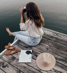 Summer travel shoes so comfortable you'll never take them off. The huarache dates back to pre-Columbian Mexico and has since became a warm weather sta. Instagram Look, Foto Instagram, Foto Youtube, Summer Pictures, Summer Pics, Foto Pose, Huaraches, Girl Photography, Travel Photography