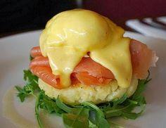 Patate al forno con salmone e formaggio è una ricetta molto semplice e molto sana.molto facile da realizzare e piena di gusto e facile da servire