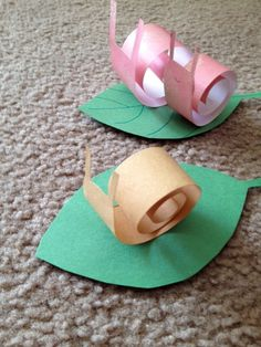 A fun and easy paper craft project.                 Materials:   lightweight paper in several different colors for snail  green paper for l...