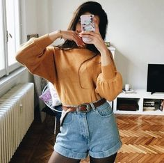 90s outfit | mom shorts | mom jeans | high waisted shorts | ootd | fashion