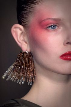 See All the Chic Hair and Makeup Looks From Paris Fashion Week Hair and Makeup Spring/Summer 2017 Runway Makeup, Eye Makeup, Hair Makeup, Makeup Inspo, Makeup Inspiration, Makeup Trends, Beauty Kit, Beauty Hacks, Oily Hair
