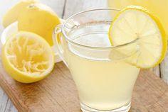 El agua con limón en ayunas le aporta importantes beneficios al organismo. Te compartimos beneficios de beber agua con limón en ayunas y cómo prepararla.