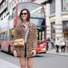 Ready for LFW - animada para mais um London Fashion Week! Casaco de onça vintage, bolsa Chanell também vintage e óculos Gucci. Vic Ceridono | Dia de Beauté