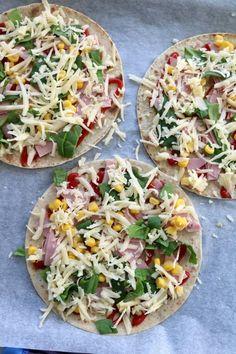 Enkel lompepizza med skinke - LINDASTUHAUG Ham Cheese Rolls, Ham And Cheese, Food Porn, Naan, Vegetable Pizza, Tacos, Good Food, Food And Drink, Dinner