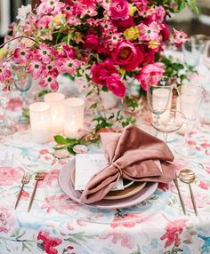 La Tavola Fine Linen Rental: Sweet Pea Fuchsia with Velvet Blush Napkins | Photography: Melanie Duerkopp, Florals: Charlotte & Daughters, Furniture: Found Vintage Rentals, Tabletop: Casa de Perrin, Chandeliers: Got Light, Catering: Paula Le Duc Fine Catering