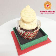 Cupcake com Ganache de Limão Siciliano  { Encomendas: carolina@carolinaprada.com.br - até 23/12/13 }