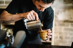Barista Life: The Community of Baristas in the World Coffee Shops, Coffee Cafe, Coffee Drinks, Cozy Coffee, Coffee Barista, Coffee Creamer, Starbucks Coffee, Coffee Lovers, Iced Coffee