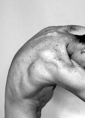 Las pecas se disponen en el cuerpo de un hombre simulando ser una galaxia de infinitas distribuciones Freckles are arranged on the body of a man pretending to be a galaxy of infinite distributions The Human Body, Body Reference, Anatomy Reference, Photographie Art Corps, Body Study, Photographie Portrait Inspiration, Human Anatomy, Male Body, Human Body Photography