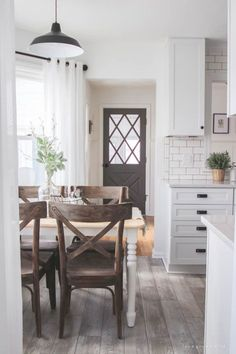 Kitchen Interior Design farmhouse interior white kitchen with wood floors - Rustic interiors are all the rage, Chip and Joanna Gaines style. Take inspiration from these modern farmhouses that are simple, bright, and beautiful, without feeling frumpy. Big Kitchen, Home Decor Kitchen, Interior Design Kitchen, Kitchen Ideas, Country Kitchen, Decorating Kitchen, Kitchen Grey, Kitchen Modern, Updated Kitchen