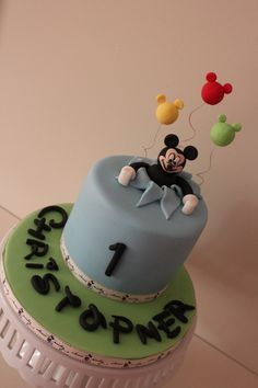 Mickey Mouse cake..I LIKE THE BALLOONS
