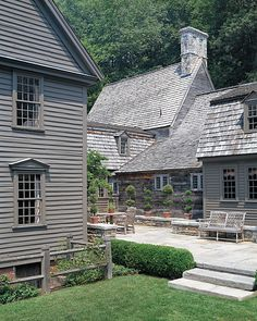 Finding myself on a stone house kick lately. This monochromatic version with a courtyard feature feels both fresh, yet full of heritage. Colonial Exterior, Exterior Paint, Exterior Design, Exterior Angles, Gray Exterior, England Houses, New England Homes, Primitive Homes, Saltbox Houses