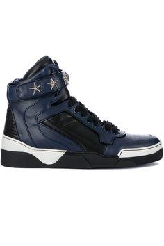 Stoere Givenchy Tyson high sneaker (blauw) Heren sneakers van het merk givenchy . Uitgevoerd in blauw.